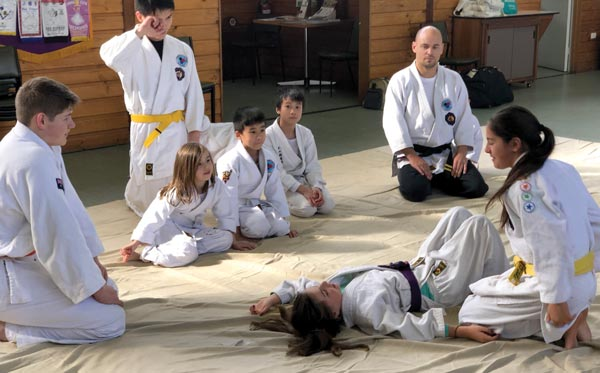 Kids learning Judo Immobilisation